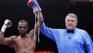 Boxeador Jonathan Guzmán denuncia fue despojado de 70 mil dólares en Aeropuerto