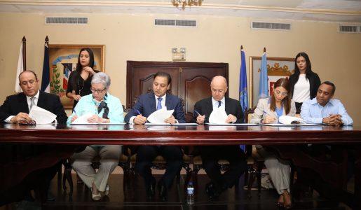 Alcalde Abel Martínez firma convenio con ministerios de Salud Pública, Medio Ambiente, la OPS/OMS y CDES   para convertir a Santiago en municipio saludable